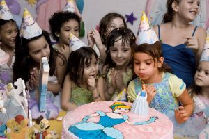 779339_a_kids_birthday_party.jpg
